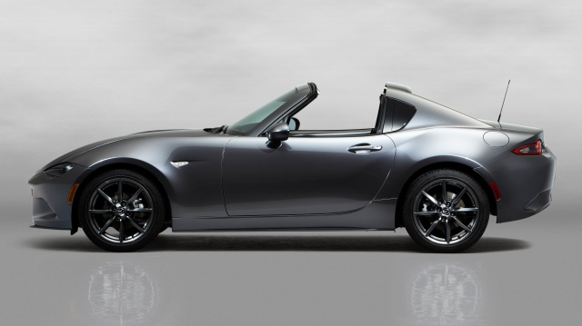 3Mazda_MX-5RF_showmodel_Side_open_white.jpg